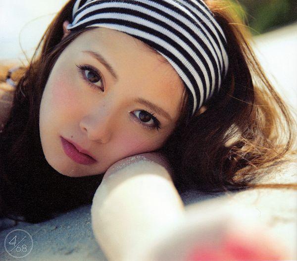 Tags: J-Pop, Nogizaka46, Mai Shiraishi, Close Up, Laying Down, Selca, Scan