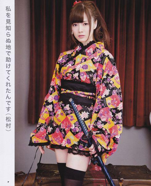Tags: J-Pop, Nogizaka46, Mai Shiraishi, Black Legwear, Crossed Legs (Standing), Bare Legs, Kimono, Weapons, Japanese Text, Traditional Clothes, Floral Print, Sword