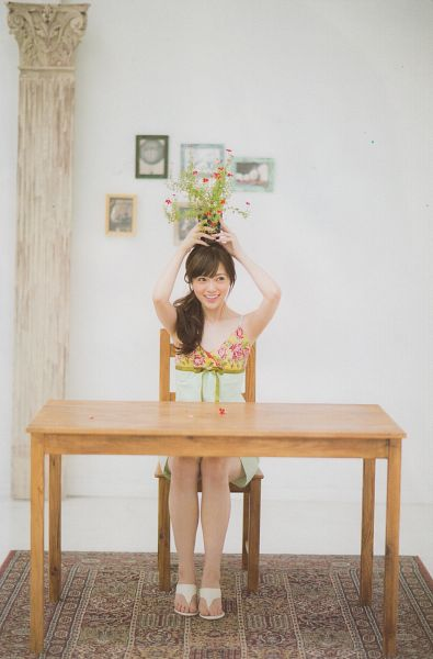 Tags: J-Pop, Nogizaka46, Mai Shiraishi, White Background, Green Outfit, Floral Dress, Wavy Hair, Side Tail, Sleeveless Dress, Sitting On Chair, Bare Shoulders, Flower