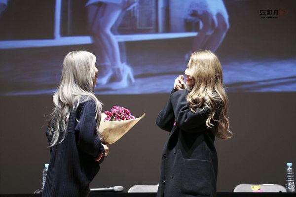 Tags: K-Pop, Mamamoo, Solar, Moonbyul, Two Girls, Duo, Fansigning Event
