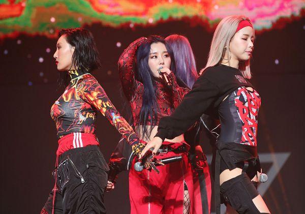 Tags: K-Pop, Mamamoo, Wheein, Solar, Hwasa