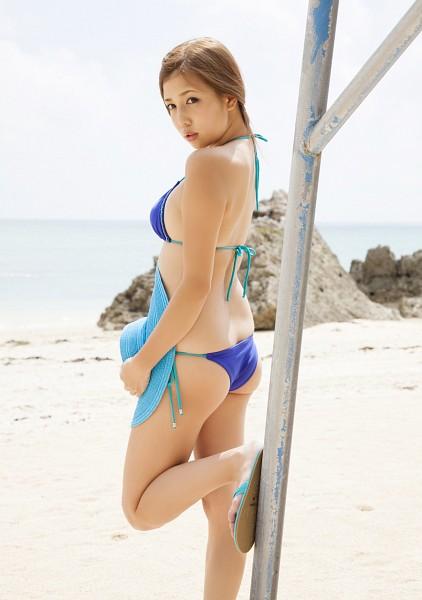 Tags: Manami Marutaka, Hat, Bikini, Suggestive, Ponytail, Beach, Magazine Scan, Scan