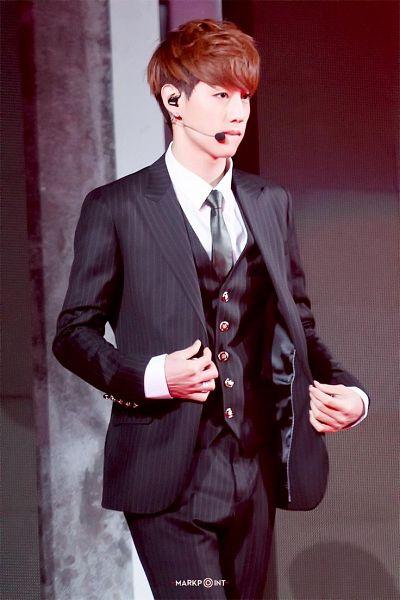 Tags: K-Pop, Got7, Mark, Striped, Black Pants, Striped Outerwear, Black Jacket, Striped Jacket, Tie, Striped Pants, Vest, Black Neckwear