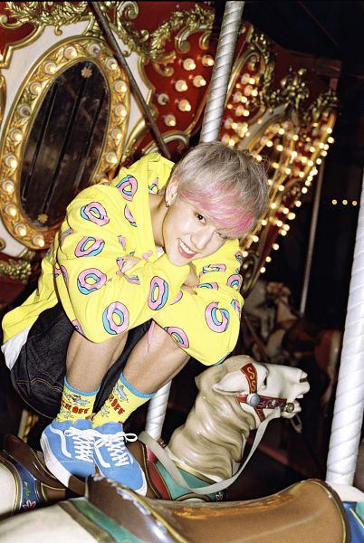 Tags: K-Pop, Got7, Mark, Highlights, Multi-colored Hair, Carousel, Night, Amusement Park, Android/iPhone Wallpaper, Just Right