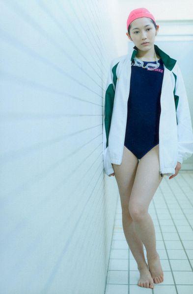 Tags: AKB48, Mayu Watanabe, Bare Legs, Looking Away, White Jacket, Hat, Blue Outfit, Swimsuit, White Outfit, Barefoot, Seifuku Zukan Saigo no Seifuku Photobook, Scan