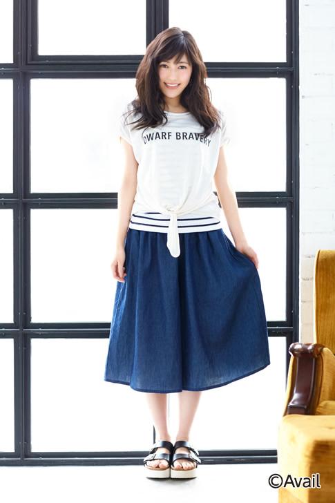 Tags: J-Pop, AKB48, Mayu Watanabe, Shoes, Striped, Window, Skirt, Black Footwear, Striped Shirt, Sandals, Light Background, Holding Skirt