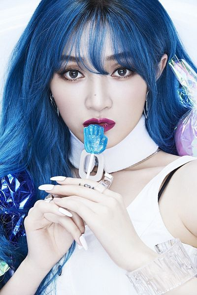 Tags: C-Pop, Candy (Song), Meng Jia, Blue Hair, Sleeveless, Tattoo, Blunt Bangs, Sleeveless Shirt, Candy, Light Background, Bracelet, Lollipop