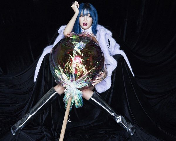 Tags: C-Pop, Candy (Song), Meng Jia, Lollipop, Candy, Tongue, Hand In Hair, White Outerwear, Coat, Blue Hair, Silver Footwear, High Heels