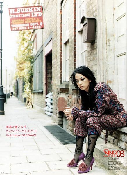 Tags: J-Pop, Mika Nakashima, Purple Footwear, High Heels, Japanese Text, Black Legwear, Android/iPhone Wallpaper