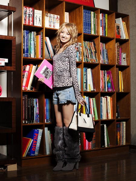 Tags: Gravure Idol, Minami Akina, Book, Bookshelf, Suggestive, Denim Shorts, Android/iPhone Wallpaper