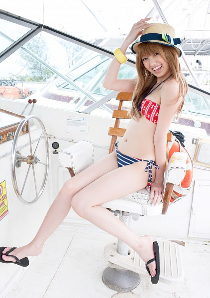 Tags: Gravure Idol, Minami Akina, Suggestive, Blonde Hair, Sitting, Boat, Hat, Bikini, Bent Knees