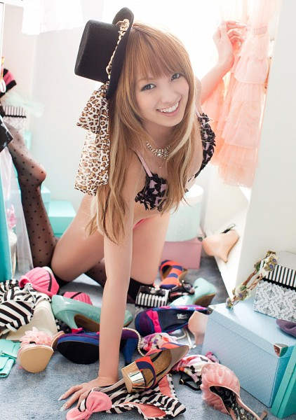 Tags: Gravure Idol, Minami Akina, Suggestive, Hat, Lingerie, Necklace, Bra, Thigh Highs, Bikini, High Heels