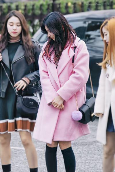 Tags: JYP Entertainment, K-Pop, Twice, Minatozaki Sana, Bag, Multi-colored Hair, Looking Down, Coat, Black Legwear, Road, Looking Ahead, Interlocked Fingers