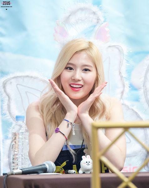Tags: K-Pop, Twice, Minatozaki Sana, Halo, Korean Text, Bracelet, Wings, Bottle, Angel Wings, Blue Background, Water, Zeus1109