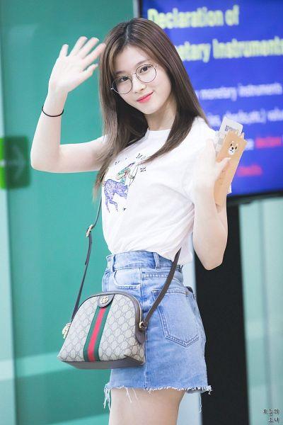 Tags: K-Pop, Twice, Minatozaki Sana, Wave, Bag, Bracelet, Purse, Skirt, Holding Object, Glasses, Denim Skirt