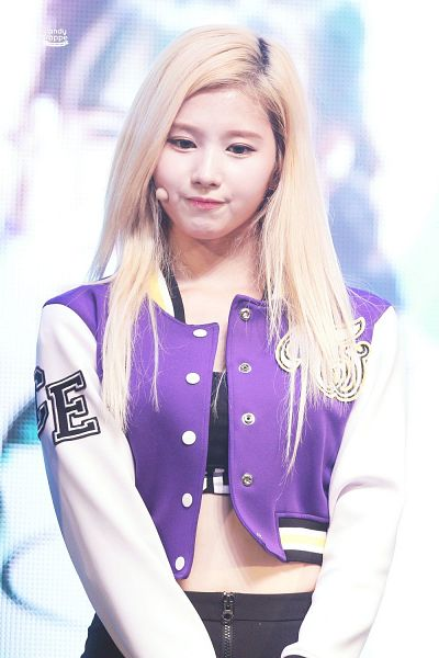 Tags: K-Pop, Twice, Minatozaki Sana, Midriff, Shorts, Purple Jacket, Black Shorts, Crop Top, Buttons, Looking Down, Purple Outerwear