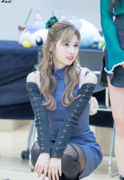 Tags: K-Pop, Twice, Minatozaki Sana, Thigh Highs, Blue Dress, Backpack, Bag, Kneeling, Green Headwear, Blue Outfit, Wavy Hair, Denim Dress