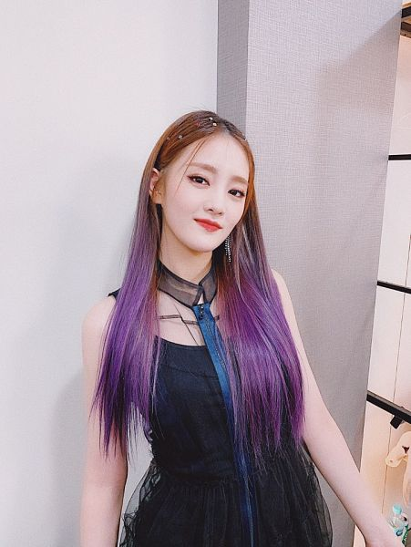 Tags: K-Pop, (G)-I-DLE, Minnie, Make Up, Black Outfit, Purple Hair, Wall, Black Dress