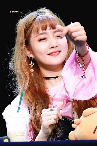 Tags: K-Pop, (G)-I-DLE, Minnie, Ring, Toy, Black Background, Heart Gesture, Cup, Make Up, Stuffed Toy, Necklace, Dark Background