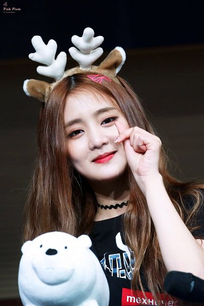 Tags: K-Pop, (G)-I-DLE, Minnie, Looking Ahead, Antlers, Stuffed Animal, Nail Polish, Heart Gesture, Hair Clip, Necklace, Horns, Make Up