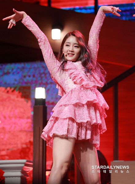 Tags: K-Pop, (G)-I-DLE, Minnie, Nail Polish, Ring, Pink Outfit, Pink Dress, Hand In Air, Lace, Make Up, Dancing