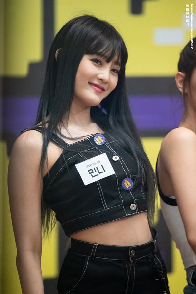Tags: K-Pop, (G)-I-DLE, Minnie, Crop Top, Midriff, Skirt, Buttons, Black Skirt, Bare Shoulders, Looking Away, Sleeveless, Tank Top