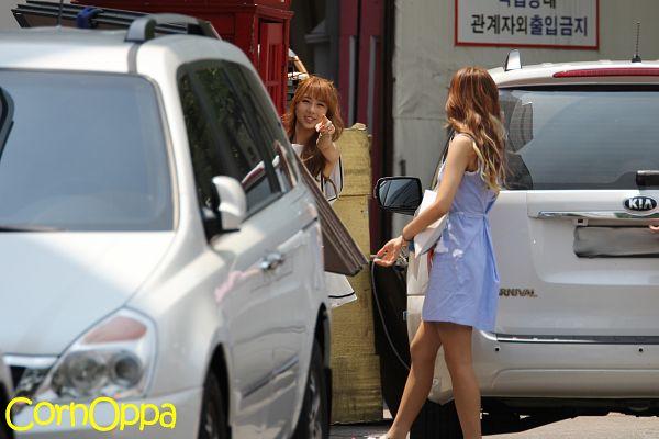Tags: K-Pop, Dreamcatcher, Minx, Jiu, Kim Yoohyeon, Wavy Hair, Two Girls, Walking, Sleeveless Dress, Blue Outfit, Pointing, Eyes Half Closed
