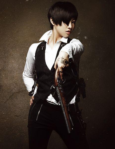 Tags: K-Pop, 2NE1, Minzy, Vest, Black Pants, Gun, Medium Hair, Holding Weapon, Black Outerwear, Dark Background, Peek-a-boo Bang, Hand On Hip