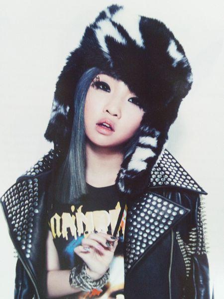 Tags: YG Entertainment, K-Pop, 2NE1, Minzy, Blue Hair, Blue Eyes, Android/iPhone Wallpaper