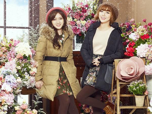 Tags: K-Pop, Miss A, Meng Jia, Min, Flower, Rose (flower), Fur, Two Girls, Coat, Fur Trim, Duo, Hat