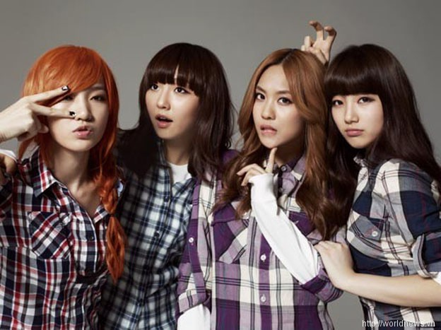Tags: K-Pop, JYP Entertainment, Miss A, Wang Feifei, Meng Jia, Bae Suzy, Min, Single Braid, Simple Background, Full Group, Gray Background, Quartet
