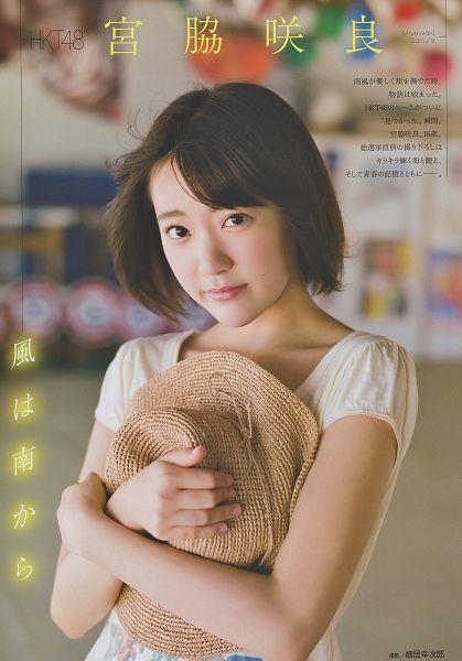Tags: J-Pop, HKT48, Miyawaki Sakura, Brown Background, Medium Hair, Brown Headwear, Japanese Text, Text: Artist Name, Collarbone, Magazine Scan, Android/iPhone Wallpaper, Scan