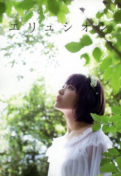 Tags: J-Pop, HKT48, AKB48, Miyawaki Sakura, White Outfit, Japanese Text, White Dress, Medium Hair, Looking Up, Android/iPhone Wallpaper