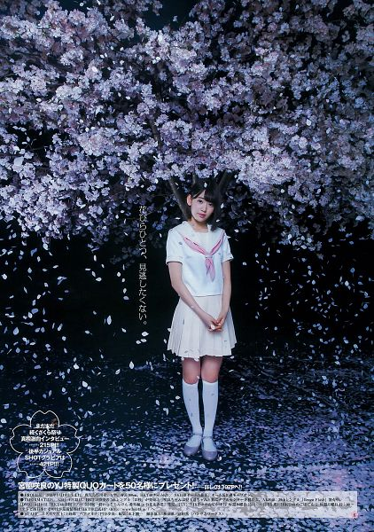 Tags: J-Pop, AKB48, HKT48, Miyawaki Sakura, White Skirt, Pink Neckwear, Medium Hair, Pleated Skirt, Sailor Collar, School Uniform, Bare Legs, Outdoors