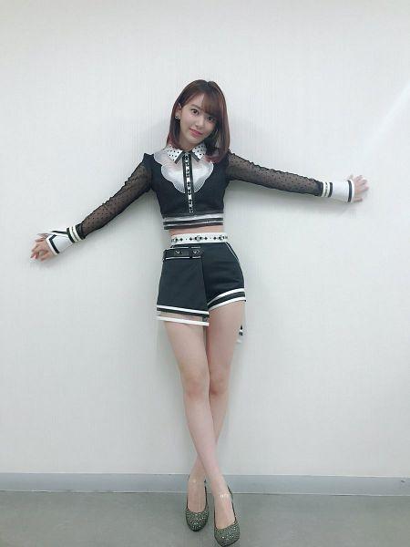 Tags: J-Pop, IZ*ONE, HKT48, Miyawaki Sakura, Shoes, Arms Out, Shorts, Bare Legs, Gray Background, High Heels, Black Shorts, Midriff