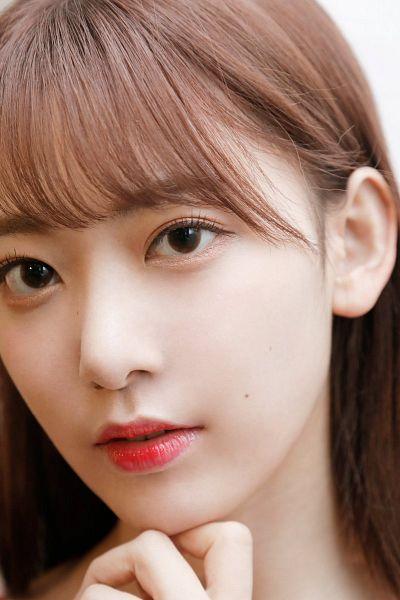 Tags: J-Pop, IZ*ONE, HKT48, Miyawaki Sakura, Chin In Hand, Bangs