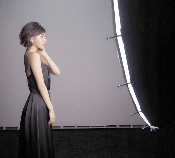 Tags: J-Pop, HKT48, IZ*ONE, Miyawaki Sakura, Side View, Bare Shoulders, Barefoot, Closed Mouth, Gray Background, Black Dress, Looking Ahead, Black Outfit