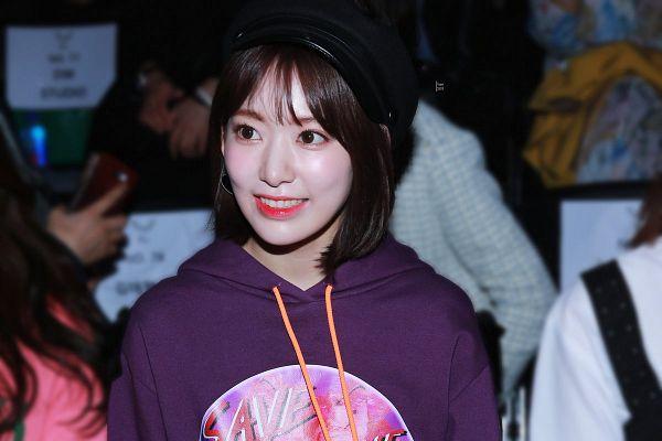 Tags: J-Pop, HKT48, IZ*ONE, Miyawaki Sakura, Hat, Black Headwear, Hoodie, Purple Shirt, Looking Away, Medium Hair, Bangs, Hood