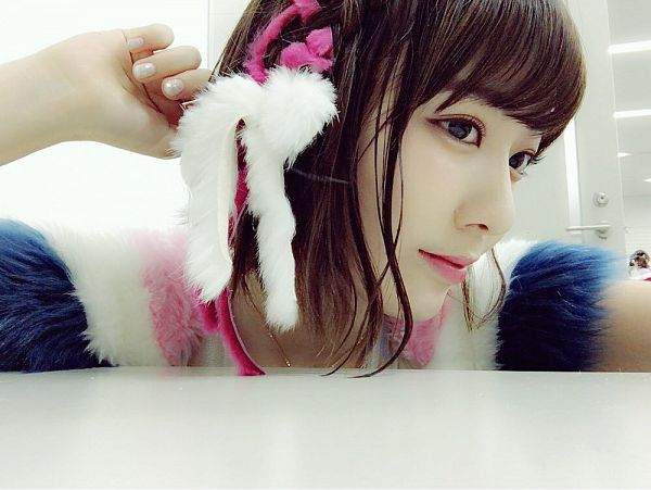 Tags: J-Pop, HKT48, IZ*ONE, Miyawaki Sakura, Hand In Hair, Hair Ornament, Looking Away, Closed Mouth, Medium Hair, Bangs