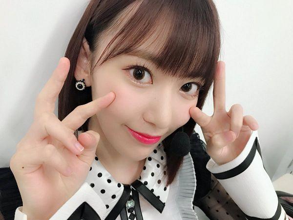 Tags: J-Pop, IZ*ONE, HKT48, Miyawaki Sakura, V Gesture, Close Up, Spotted, Light Background, Spotted Shirt, White Background
