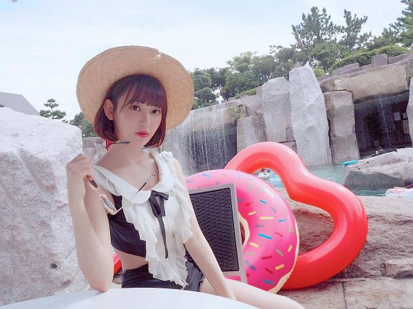 Tags: J-Pop, HKT48, IZ*ONE, Miyawaki Sakura, Black Bow, Collarbone, Glasses, Swimsuit, Sunglasses, Bow, Waterfall, Brown Headwear
