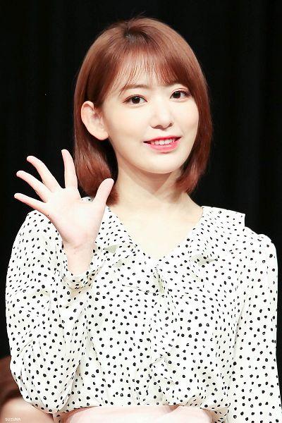 Tags: J-Pop, IZ*ONE, HKT48, Miyawaki Sakura, Medium Hair, White Skirt, Wave, Skirt, Spotted, Spotted Shirt, Black Background, Dark Background