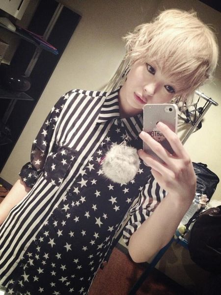 Tags: J-Pop, Dempagumi.inc, Mogami Moga, Black Eyes, Sexy Pose, Blonde Hair, Suggestive, Selca