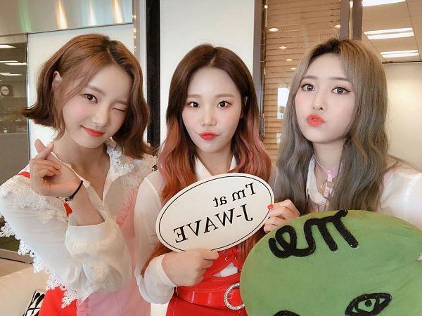 Tags: K-Pop, Momoland, JooE, Jane (Momoland), Yeonwoo, Trio