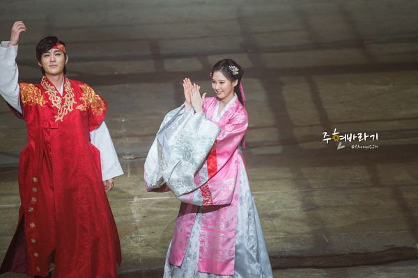Tags: K-Drama, Girls' Generation, Seohyun, Joo Jin-moo, Bow, Pink Bow, Duo, Pink Dress, Looking Ahead, Red Headwear, Hanbok, Pink Outfit