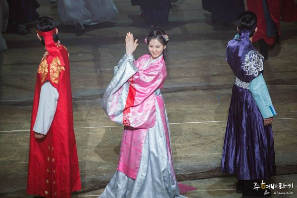 Tags: K-Drama, Girls' Generation, Joo Jin-moo, Seohyun, Traditional Clothes, Pink Outfit, Hanbok, Pink Dress, Blue Outfit, Trio, Red Outfit, Hair Ornament