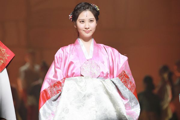 Tags: K-Drama, Girls' Generation, Seohyun, Pink Dress, Traditional Clothes, Hanbok, Looking Ahead, Hair Up, Pink Outfit, Hair Ornament, Moon Embracing the Sun, Wallpaper
