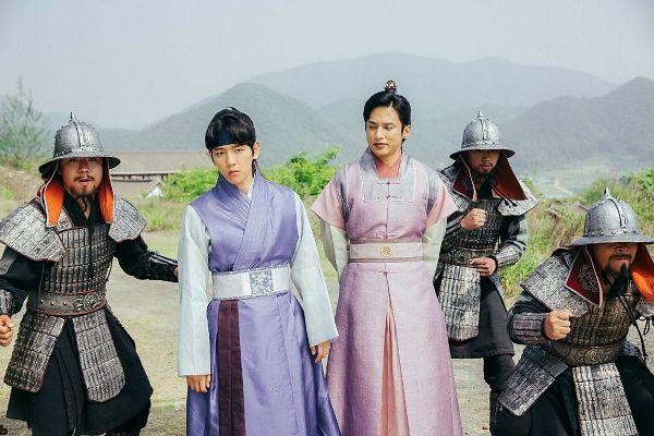 Tags: K-Drama, K-Pop, EXO, Yoon Sun-woo, Byun Baekhyun, Korean Clothes, Ponytail, Mound, Single Bun, Pink Outfit, Hair Buns, Armor