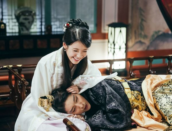 Tags: K-Drama, K-Pop, Lee Jun-ki, IU, Eyes Closed, Traditional Clothes, Lamp, White Outfit, Belt, Korean Clothes, Black Outfit, Couple