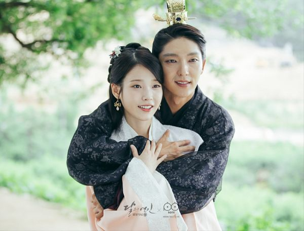 Tags: K-Pop, K-Drama, Lee Jun-ki, IU, Plant, Belt, Korean Clothes, Hair Ornament, Black Outfit, Hug From Behind, Tree, Hair Buns